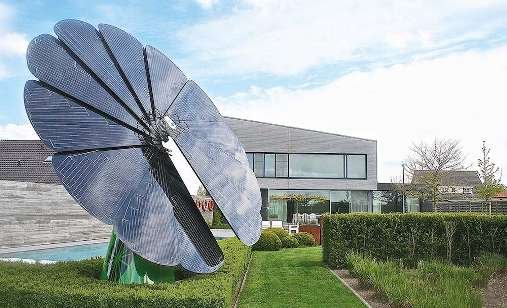 This All-In-One Solar Energy System Can Fold and Unfold By Itself